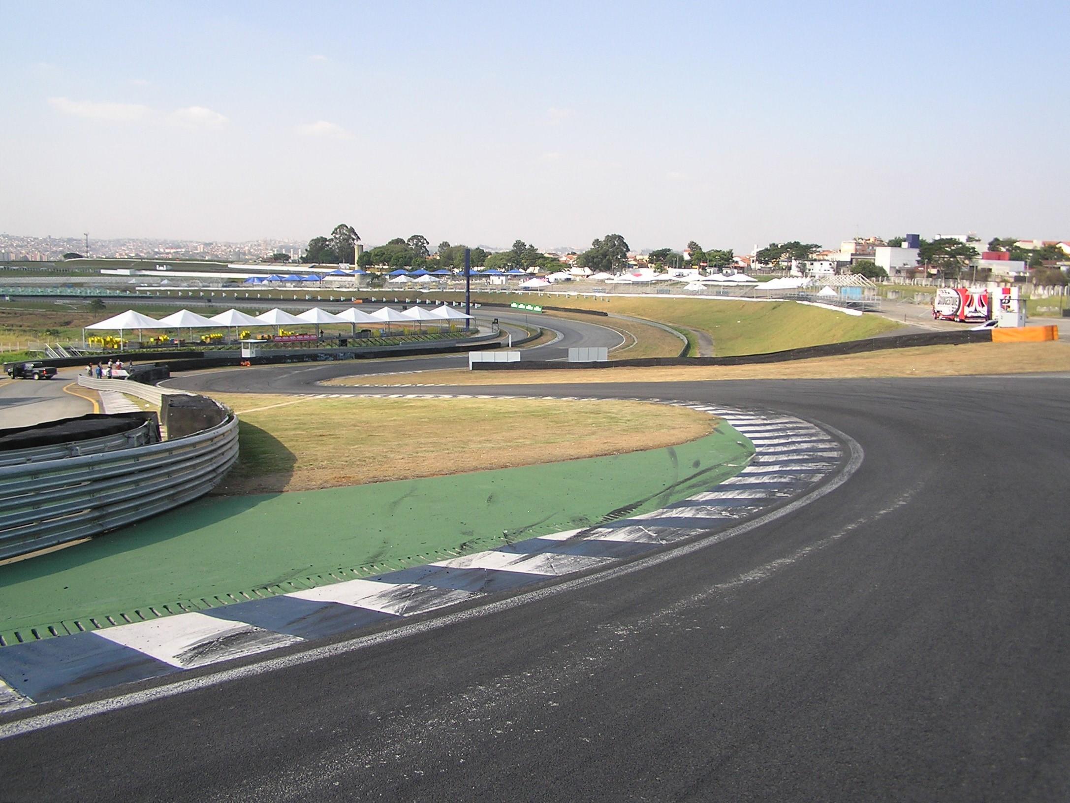 http://superf1.be/spip/IMG/jpg/autodromo_jose_carlos_pace_s_do_senna.jpg