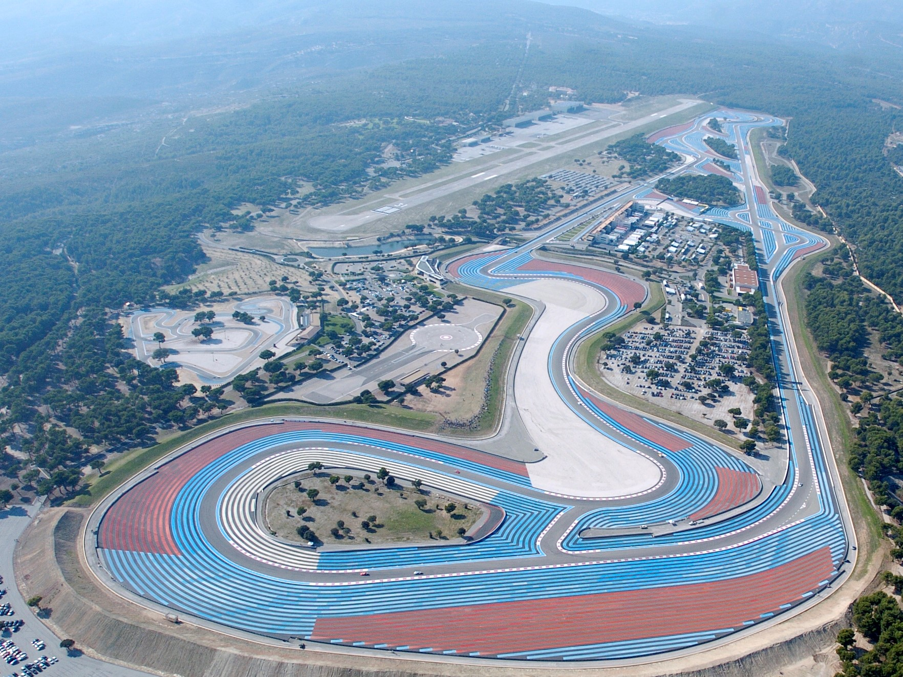 http://superf1.be/spip/IMG/jpg/circuit-paul-ricard-photo-2.jpg