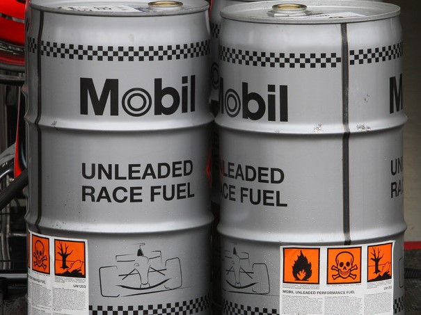 http://superf1.be/spip/IMG/jpg/f1-german-gp-2008-mclaren-mercedes-mobil-1-race-fuel.jpg