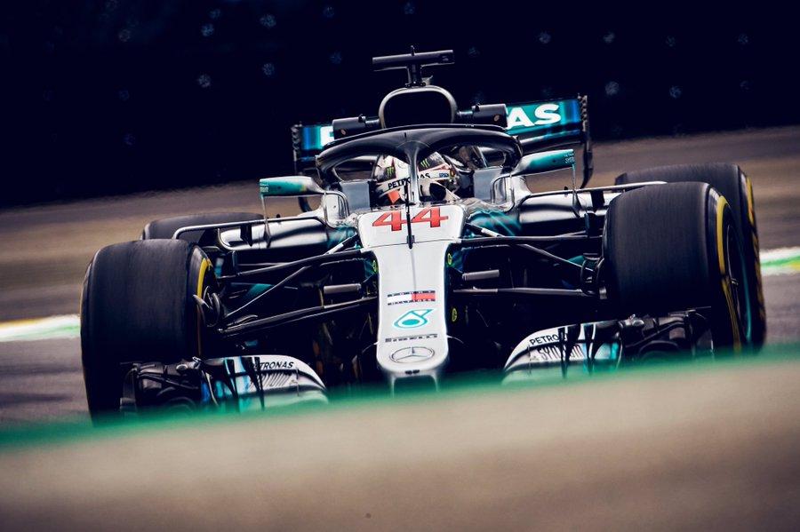 Hamilton gagne et offre le titre à Mercedes